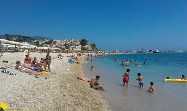 Pienone ad agosto nella Riviera del Conero. Ciccarelli: «Avanti con le ciclabili e più eventi di richiamo»