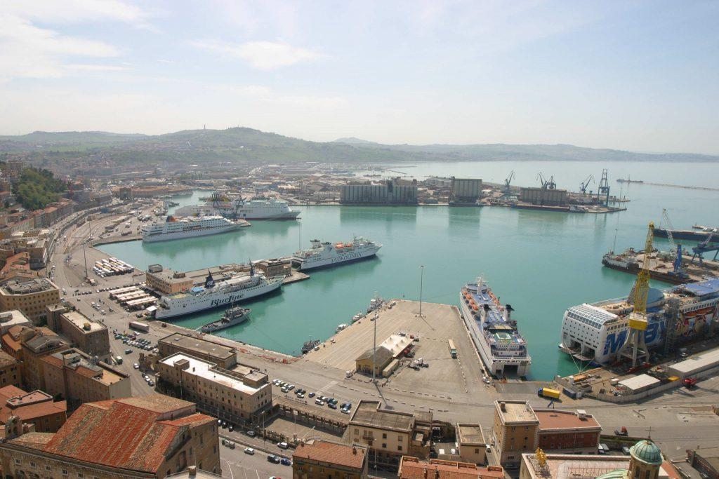 Veduta dall'alto del Porto di Ancona