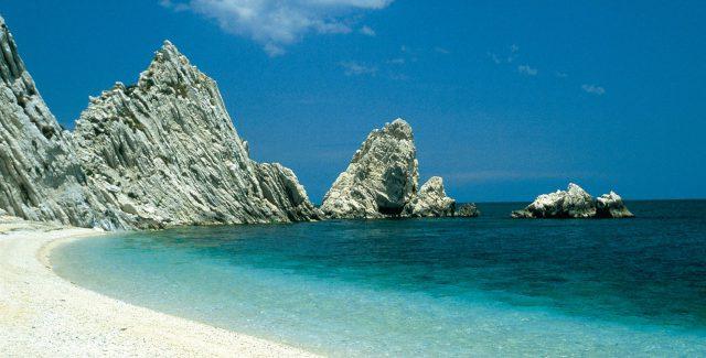 Bandiera Blu 2020, orgoglio per la Riviera del Conero: «Premiata l'attenzione all'ambiente»