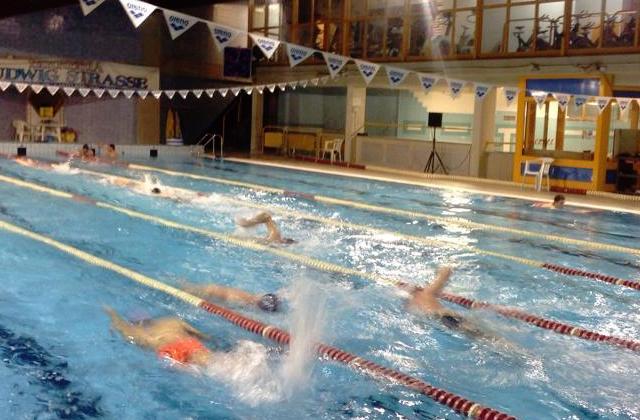 Il nuoto non affonda centropagina quotidiano di for Piscina osimo