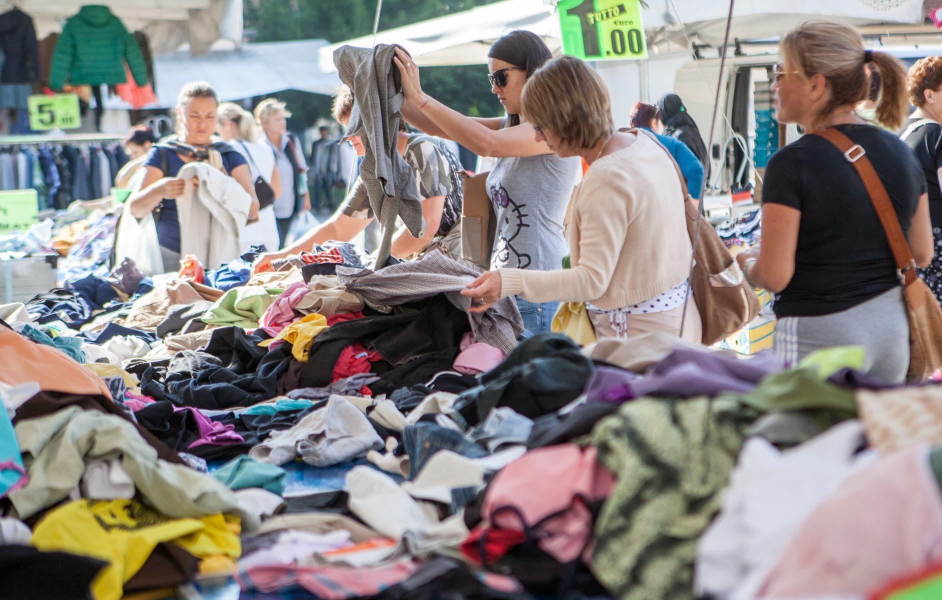 Fano, mercato anche il Primo Maggio. Lucarelli: «Accolta la richiesta degli ambulanti». Ma i ristoratori storcono il naso