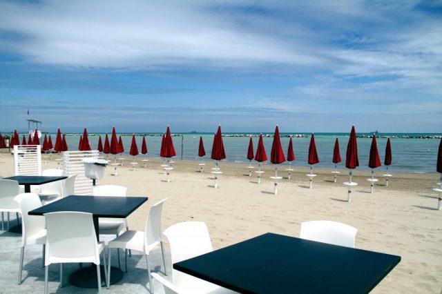 Fase 2 a Falconara: il 4 maggio riaprono spiaggia, parchi e cimiteri