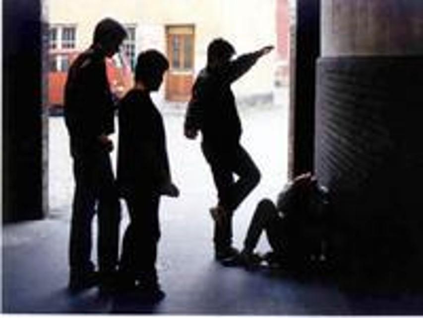 Aggressione omofoba fuori dalla discoteca. Anpi e Arcigay all'inizio del processo a Pesaro: «È razzismo»