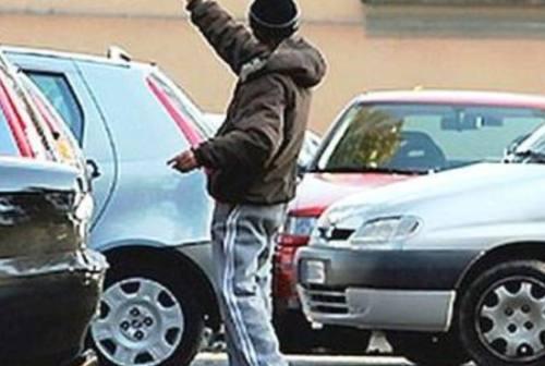Ancona: scoperto parcheggiatore abusivo, denunciato