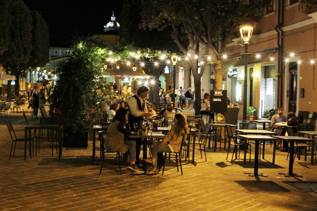 I locali e ristoranti di via Carducci, a Senigallia