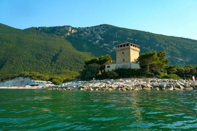 Ferragosto ad Ancona tra Portonovo e la Mole. Musei aperti