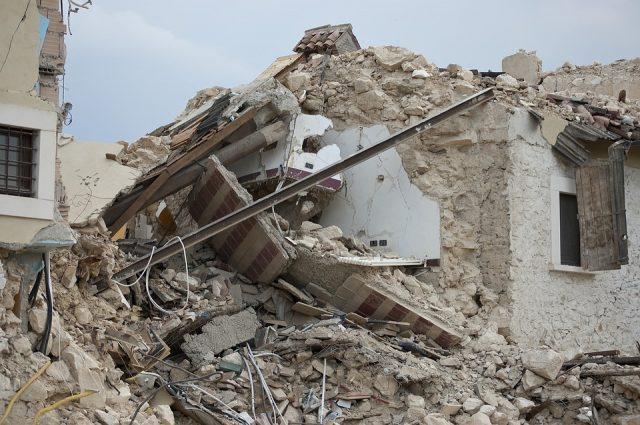 """Ricostruzione, Legnini firma l'ordinanza """"madre"""". Semplificazione, deleghe ai comuni e deroghe per i più colpiti"""