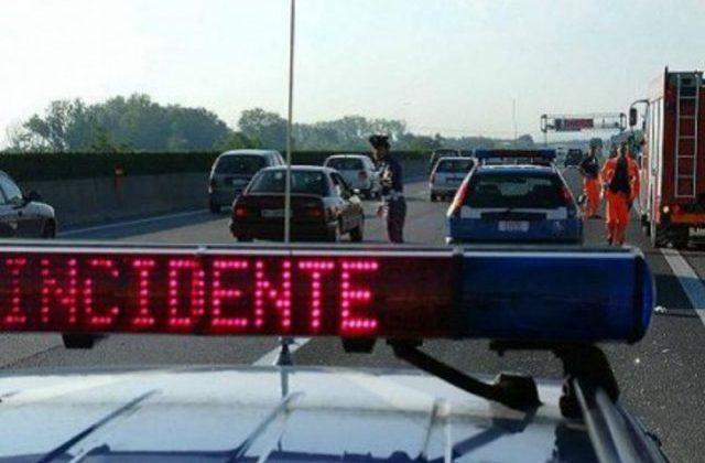 Scontro in autostrada: muore un autotrasportatore di Montecosaro