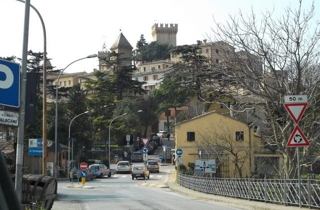 Offagna, turisti all'assalto della rocca nell'estate del Covid