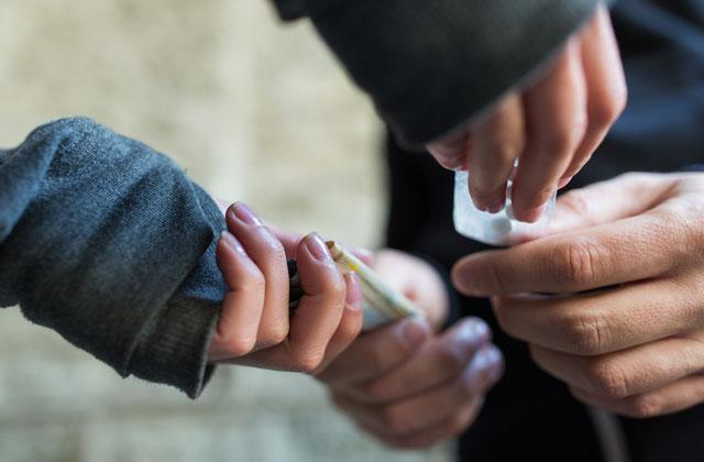 Emergenza e restrizioni, in drastico calo droga e prostituzione. Crescono i reati sul web