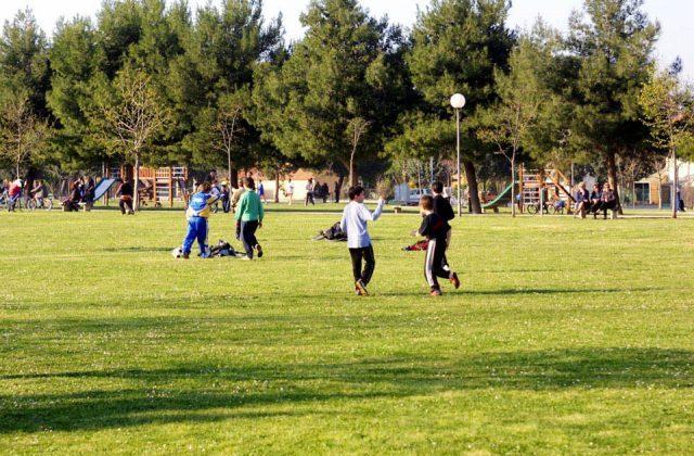 Giochi danneggiati nei parchi, Monachesi: «A breve saranno riparati o sostituiti»