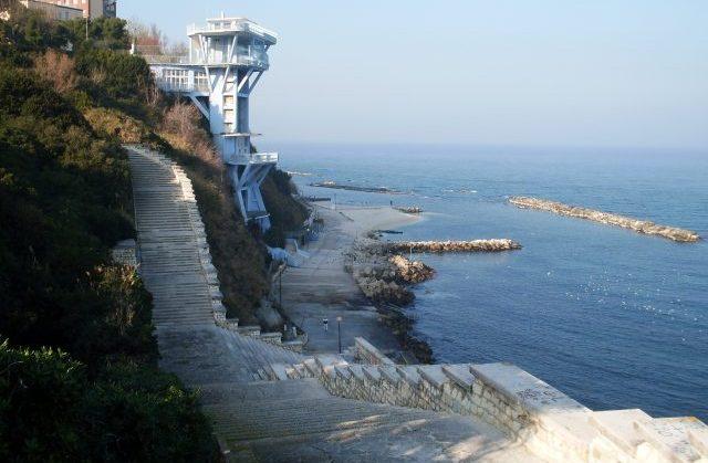 Dal Passetto di Ancona a Numana, ecco come sarà l'estate sulle spiagge libere. Nodo salvamento