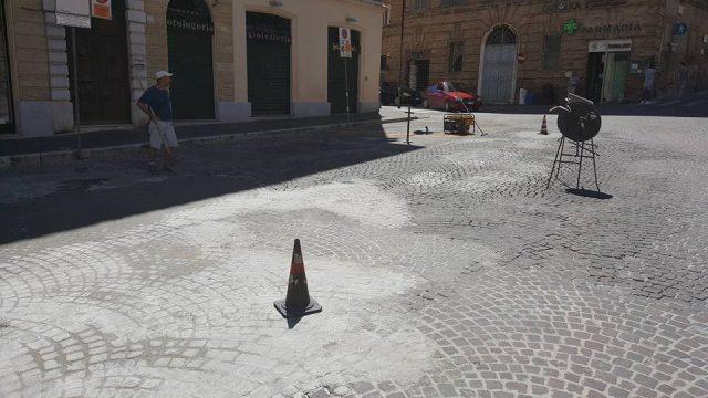 Osimo, lavori in centro: scoperto l'ingresso alla cisterna romana