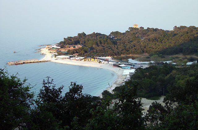 Ancona, spiagge libere vietate nelle ore notturne: il Comune fa dietro front