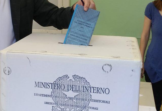 Elezioni, chiuse le urne, affluenza in netto calo