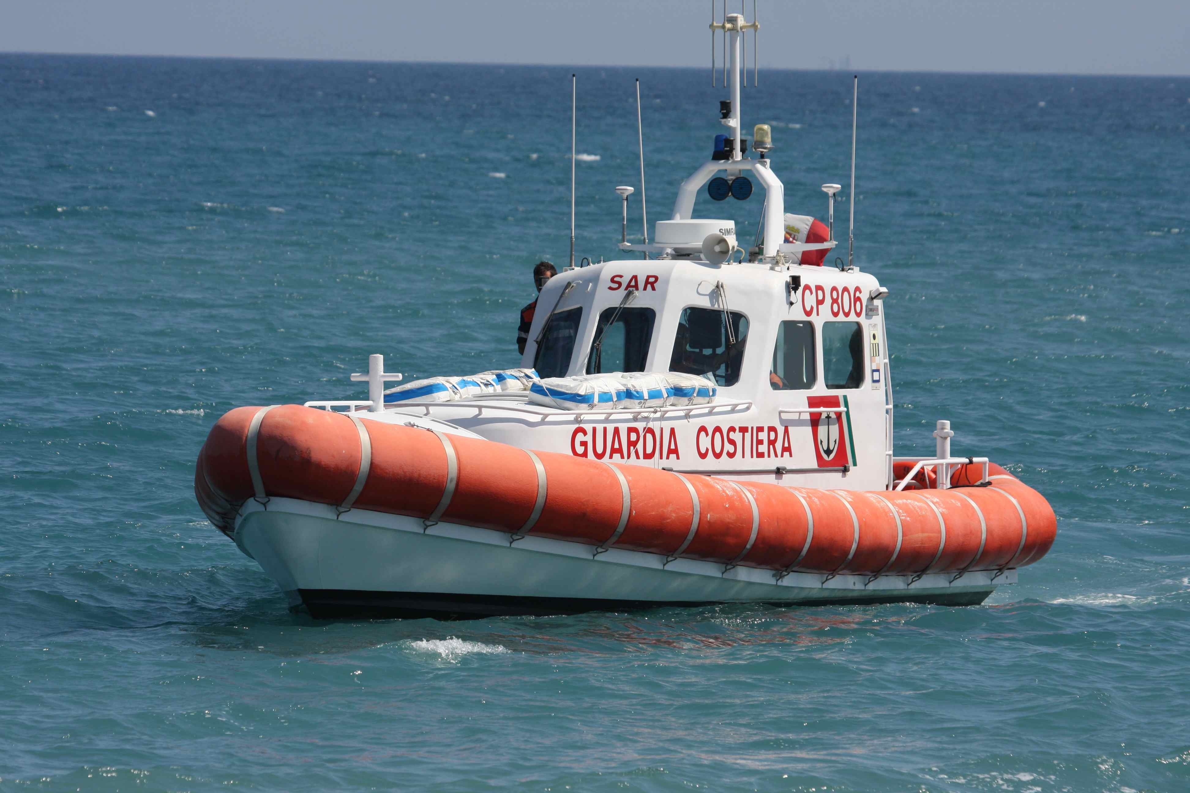 Tragedia in mare, ripescato cadavere di una donna
