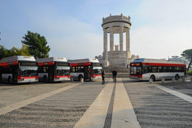 Ancona, Coronavirus: tariffe dimezzate nei parcheggi, kit  con mascherine e guanti sui bus