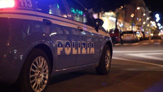 Ancona - Notte d'inferno alla Posatora, fiamme lambiscono un bar