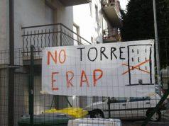 La protesta dei contrari alla realizzazione della Torre Erap di via Tessitori