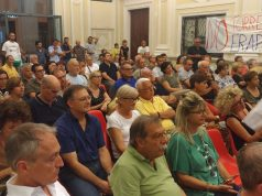 La platea dell'assemblea a palazzo dei Convegni a Jesi sulla torre Erap di via Tessitori