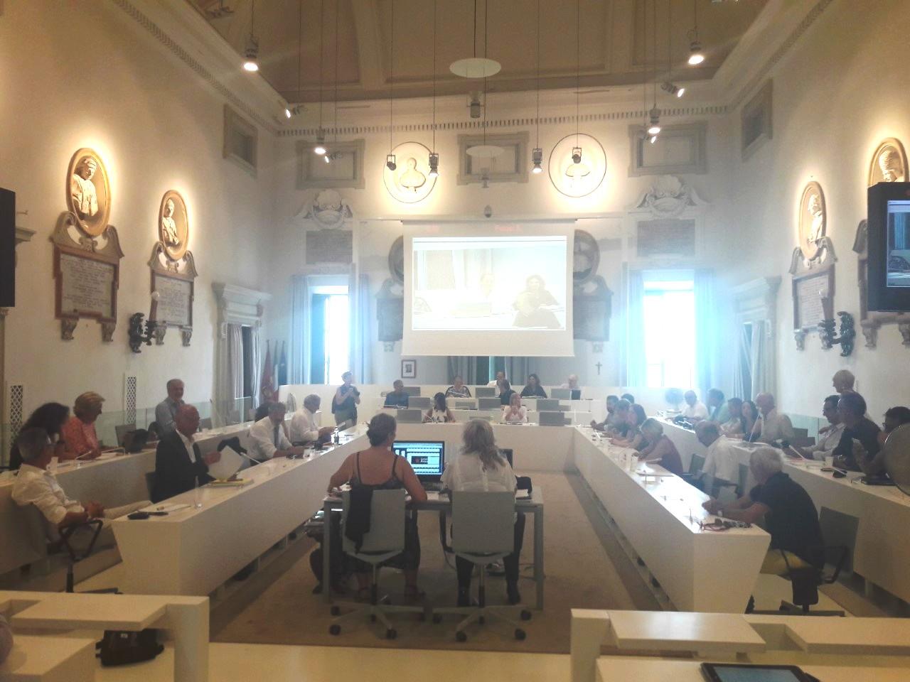 Ancona, consiglio comunale aperto sul commercio. Le associazioni: «Ora canoni agevolati e marketing»