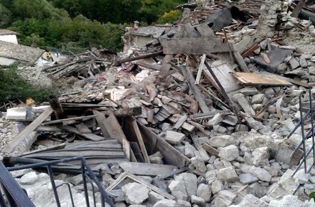 I danni inferti dal terremoto nel centro Italia