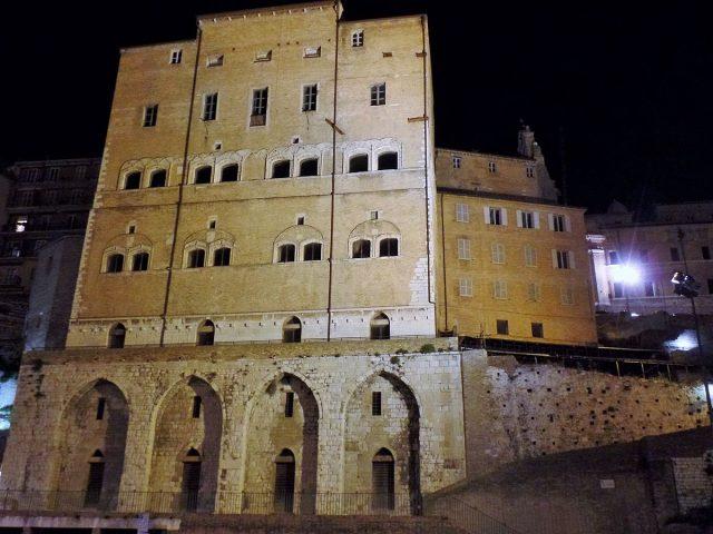 Uscito dal coma l'operaio caduto a Palazzo degli Anziani