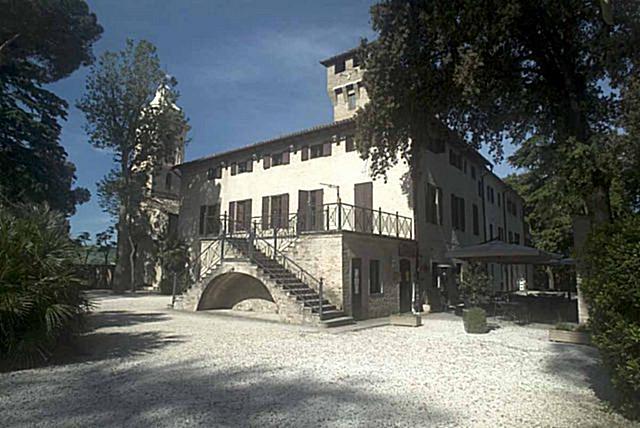 Da Villa Nappi a piazza Umberto I, Polverigi si riempie di arte