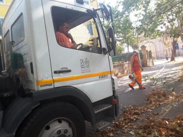 Jesi, effetti del Covid: stop a divieti di sosta e rimozioni per la pulizia delle strade