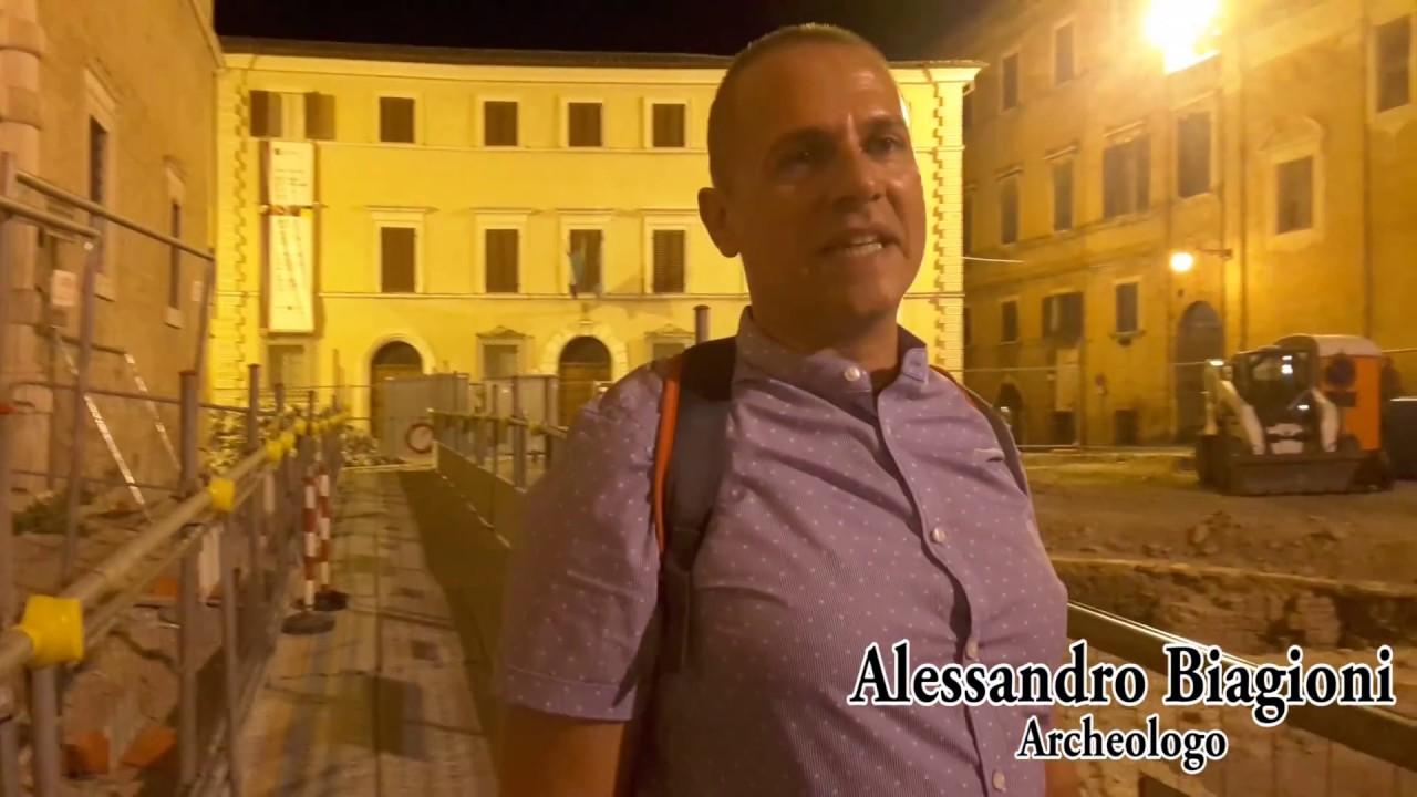 Tra gli scavi di notte, fascino e curiosità alle visite guidate di Piazza Colocci