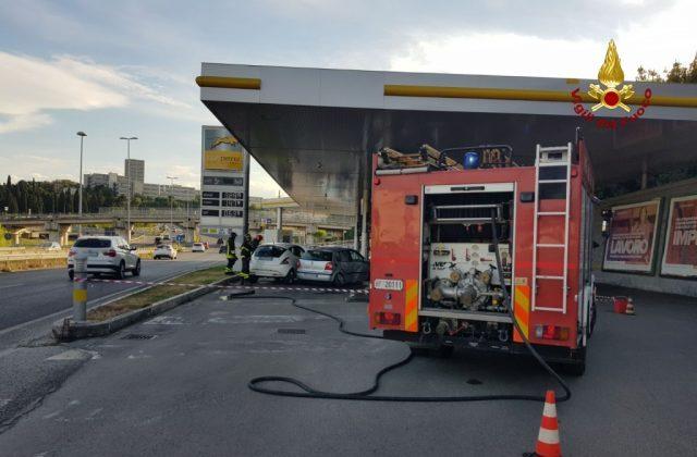 Fuori strada sull'asse nord-sud, donna si schianta contro la pompa di benzina