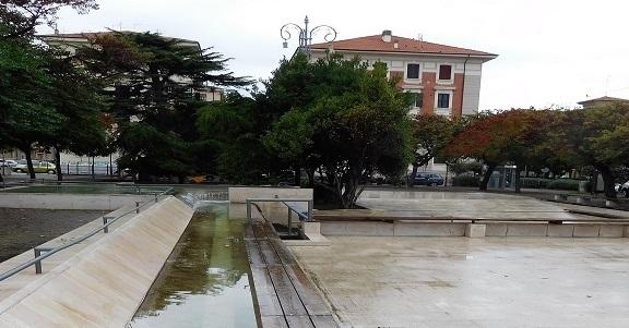 Lampioni storici di piazza Diaz, Foresi: «Restauro da 30mila euro nel 2021»
