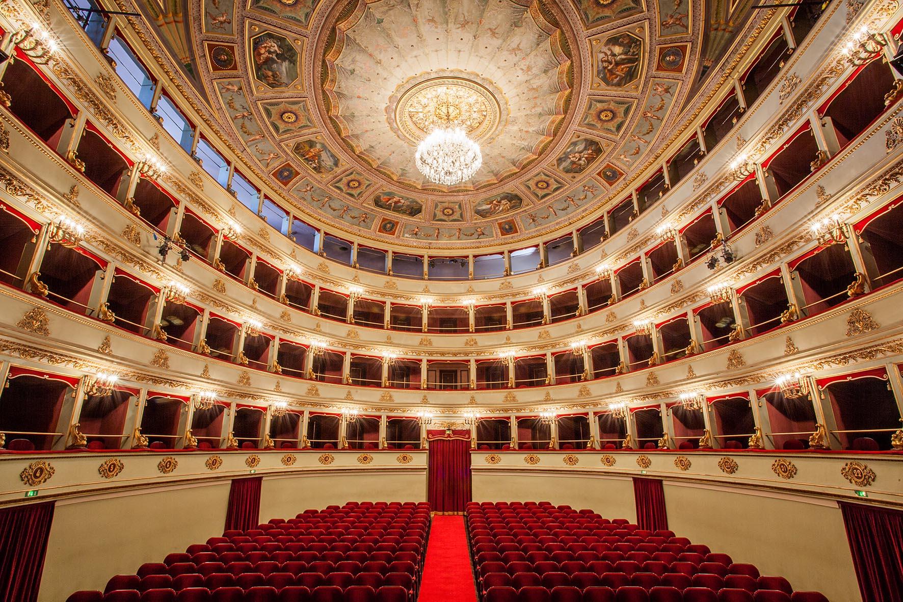 Riconoscimento dei teatri storici nelle Marche, il dem Verducci presenta disegno di legge