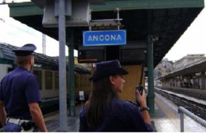 La polfer alla stazione in una foto di repertorio