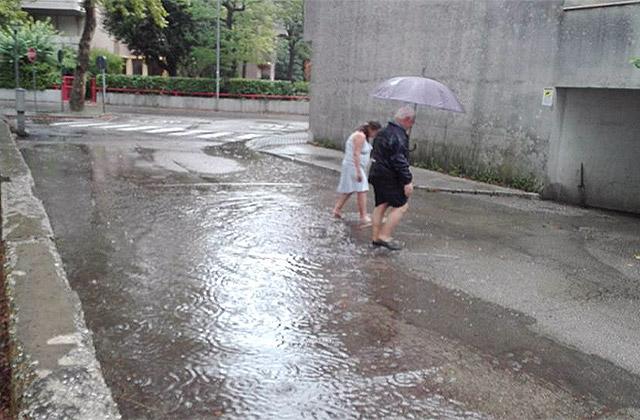 Pioggia e maltempo a Senigallia: allagamenti in via Kant