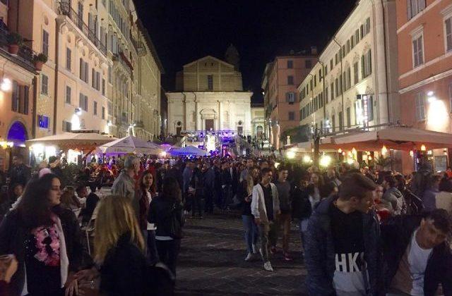Ancona, risse in piazza del Papa e vandali: incontro con il prefetto