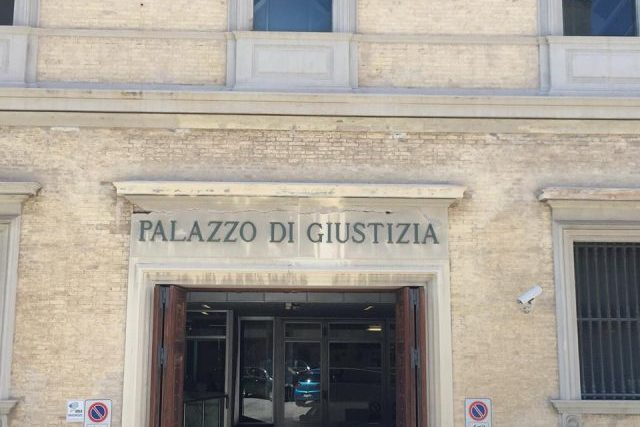 Ancona, la banda dello spray a processo: «Non abbiamo usato lo spray al peperoncino»