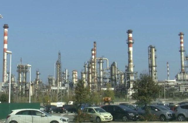 """Falconara, Api verso la riapertura: si """"riaccendono i motori"""" della raffineria"""