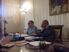 Marco Candela e Mauro Tarantino che illustrano il programma degli appuntamenti per la Fondazione Cassa di Risparmio di Jesi