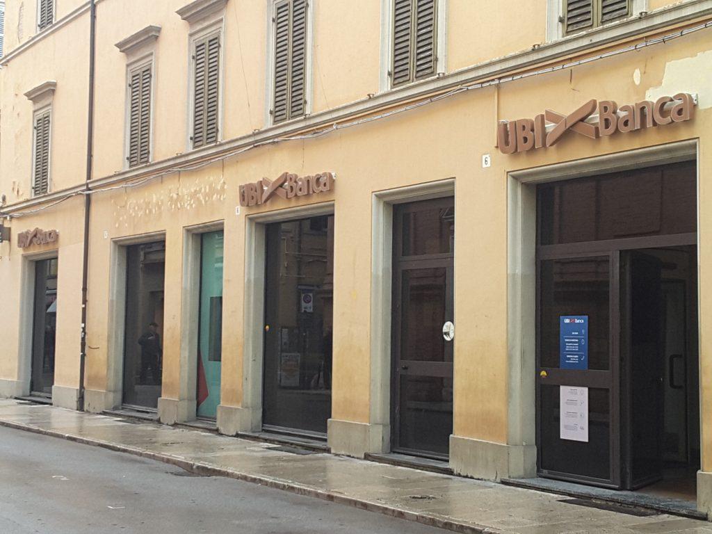 L'insegna in Corso Matteotti da oggi è di Ubi Banca