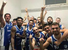 L'incontenibile gioia della Ristopro Fabriano per la prima vittoria stagionale, conquistata in trasferta (foto ufficio stampa Ristopro Fabriano)