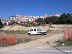 Il cantiere della nuova scuola media al palo a Castelfidardo