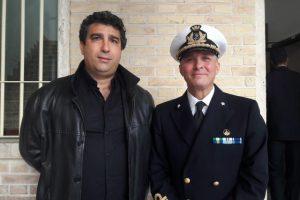 Da sin. il messaggero Fiaba Domenico Ronchi e il capitano di vascello vice-comandante del porto Luigi Piccioli