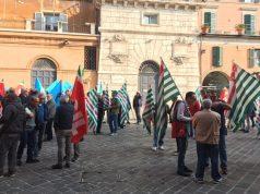 Presidio dei sindacati davanti la Prefettura