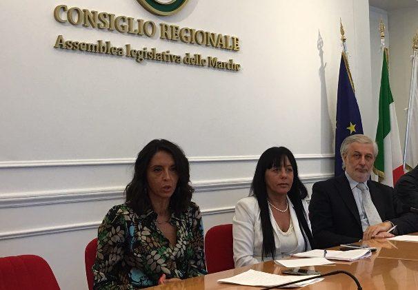 Nella foto da sx: Lorena Polidori, coordinatrice provinciale FI Macerata; Jessica Marcozzi, capogruppo FI Consiglio regionale, Daniele Berardinelli, coordinatore