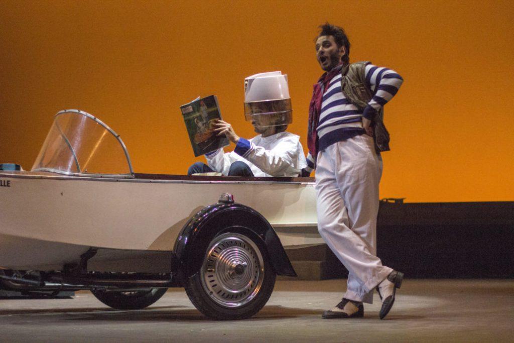 """Scena tratta da """"Il Barbiere di Siviglia"""" con Gurgen Baveyan che interpreta Figaro"""