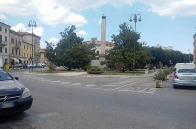 Piazza Mazzini a Chiaravalle, punto nevralgico del traffico e dell'inquinamento