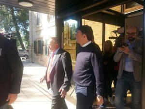 Matteo Renzi con il Segretario generale della Lega del Filo D'Oro, Rossano Bartoli