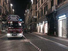L'area transennata dove è avvenuto il distacco di un pezzo di cornicione ad Ancona