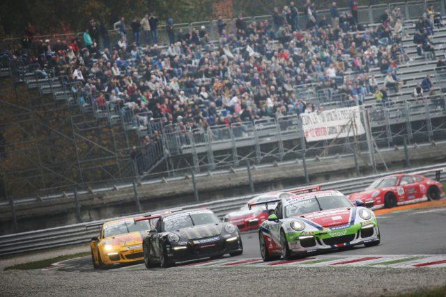 La vettura di Enrico Fulgenzi in gara a Monza